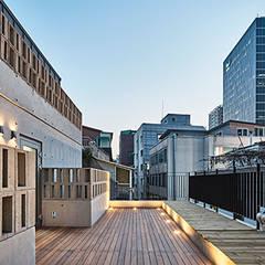 Yeorim 여림 주택: 건축사사무소 어코드 URCODE ARCHITECTURE의  베란다