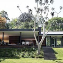 House Cowies Hill:  Patios by Ferguson Architects,