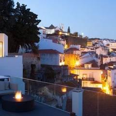 Hotel Memmo Alfama Varandas, marquises e terraços modernos por IMPORCHAMA, FOGÕES DE SALA LDª Moderno