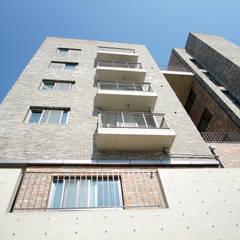 고풍스러운 다세대주택,  이안뜨레: 라움플랜 건축사사무소의  주택