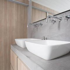 حمام تنفيذ Mignon van de Bunt Interieurontwerp, Styling & Realisatie