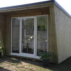 Garden Studio:  Study/office by Pristine Garden Rooms
