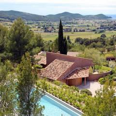 Réinvention / La Cadière d'Azur : Maisons de style de style Méditerranéen par Atelier Jean GOUZY