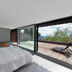 Réinvention / La Cadière d'Azur : Chambre de style  par Atelier Jean GOUZY