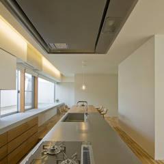 星見ヶ丘の家: 浦瀬建築設計事務所が手掛けたキッチンです。,