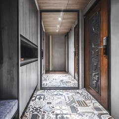 Corridor & hallway by 樂沐室內設計有限公司