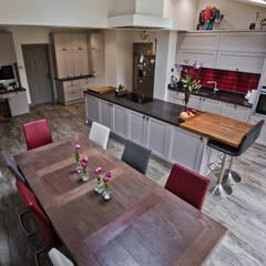 Cheadle, Cheshire:  Kitchen by Chrome Studios