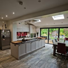 Cheadle, Cheshire:  Kitchen by Chrome Studios