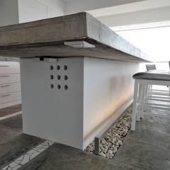 Apartamento de Playa: Cocinas de estilo  por RRA Arquitectura,