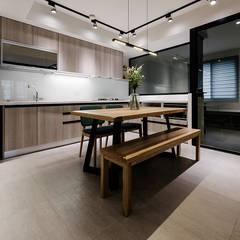 4F開放式廚房:  廚房 by 隹設計 ZHUI Design Studio