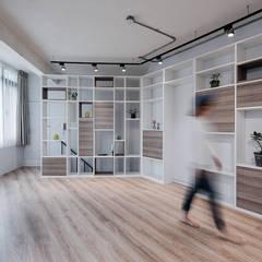 5F起居室:  嬰兒房/兒童房 by 隹設計 ZHUI Design Studio