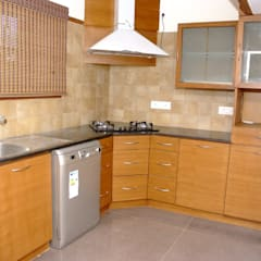 Scaleinch Completed Interiors Of 3BHK Apartment At Laa Royal Manor, Bangalore:  Kitchen by Scale Inch Pvt. Ltd.