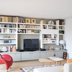 Séjour / bibliothèque: Salon de style  par A comme Archi