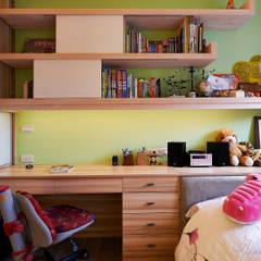 Dormitorios infantiles de estilo  por 舍子美學設計有限公司