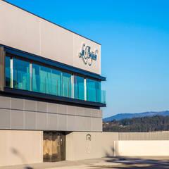 OFICINAS CONSERVAS LA BRÚJULA: Edificios de oficinas de estilo  de EAU ARQUITECTURA S.L.P.