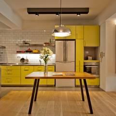 minimalistic Kitchen by 直方設計有限公司