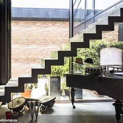 Loft iloveny: Ingresso & Corridoio in stile  di estudoquarto s.r.l.