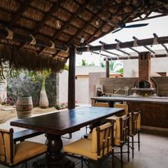 CASA AGUA LUNA: Comedores de estilo  por HA Arquitectos