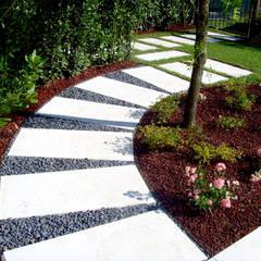 Garden by Giardini Pavin Cesare