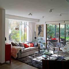 CASA CU: Livings de estilo  por NEF Arq.
