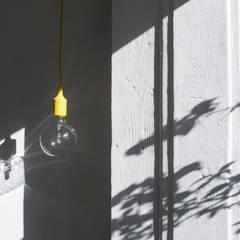 Apartamento Bica: Janelas   por Miguel Marcelino, Arq. Lda.