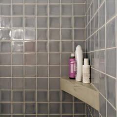 ห้องน้ำ by Miguel Marcelino, Arq. Lda.