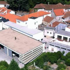 regeneração | quartel bombeiros voluntários: Terraços  por zé pinho | arquitectos