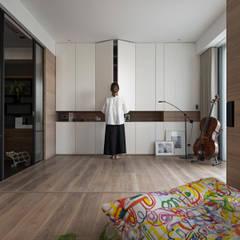 絢染.縱觀:  嬰兒房/兒童房 by 拾葉 建築室內設計