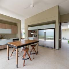 ห้องครัว by toroposada arquitectos sas