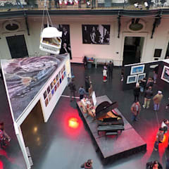 EXPOSICIÓN – LOS JAIVAS CINCO DECADAS DE ROCK EN CHILE: Centros de exhibiciones de estilo  por Dušan Marinković - Arquitectura