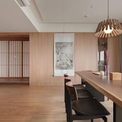 Dining room by 直方設計有限公司, Asian Solid Wood Multicolored