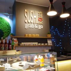Sushi Rolls Grab&Go: styl , w kategorii Bary i kluby zaprojektowany przez Kvadrat Design