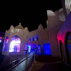 Acceso sobre el mar: Bares y discotecas de estilo  por 360arquitectura