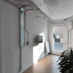 cna: Ingresso & Corridoio in stile  di tissellistudioarchitetti