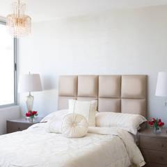 Habitación principal: Habitaciones de estilo clásico por Monica Saravia