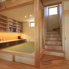 長屋根の家: 田村建築設計工房が手掛けた和室です。