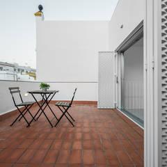 Casa HL: Terrazas de estilo  de diecisietemastres · procesos de arquitectura, diseño e identidad