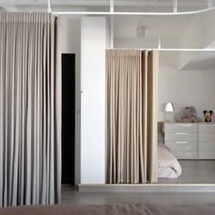 Dormitorios infantiles de estilo escandinavo por 構築設計