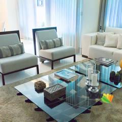 Sala de Estar e Jantar - Cliente N&D - Gutierres: Salas de estar  por Gislane Lima - Interior Design