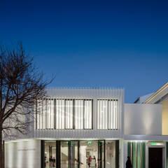Casas de estilo minimalista de Plano Humano Arquitectos Minimalista Hierro/Acero