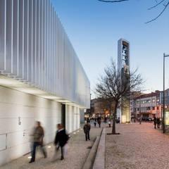 Casas de estilo minimalista de Plano Humano Arquitectos Minimalista Caliza