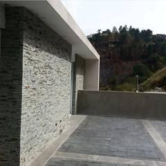 Casa en El Hatillo: Terrazas de estilo  por MARATEA Estudio, Minimalista