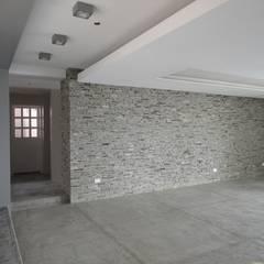 Casa en El Hatillo Salas de estilo minimalista de MARATEA Estudio Minimalista Piedra