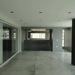Casa en El Hatillo: Salas de entretenimiento de estilo  por MARATEA Estudio, Minimalista Concreto reforzado