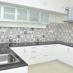 ห้องครัว by Scale Inch Pvt. Ltd.