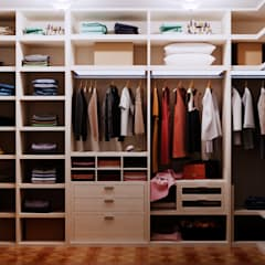 Closets  por Студия дизайна Interior Design IDEAS