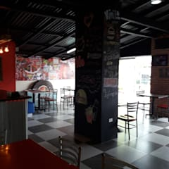 Techo Existente pintado de Negro: Restaurantes de estilo  por Arq. Alberto Quero