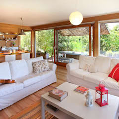 RUSTICASA | Casa do Brezo | Paredes de Coura: Salas de estar  por Rusticasa,Asiático Madeira Acabamento em madeira
