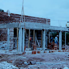 Casa CC: Salas multimedia de estilo  por Development Architectural group