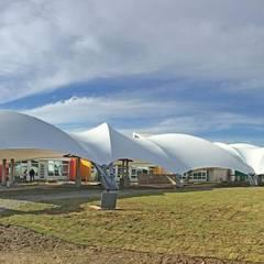 Centro Teletón de Valdivia: Clínicas / Consultorios Médicos de estilo  por Espacio Cubierto